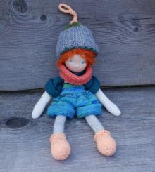 "Spendenprojekt: CHiEMi Handgestrickte Puppe ""Finn"""