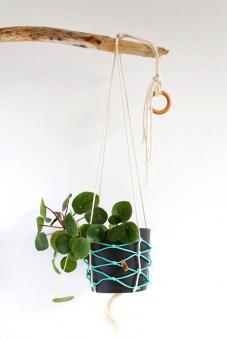 "Colorswell - Upcycling Blumenampel ""türkis"" aus Fischernetz"